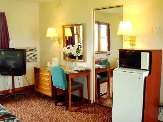 Wye Motor Lodge: TV,Microwave,Fridge in every room