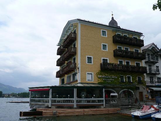 Romantikhotel Im Weissen Rössl: hotel from outside