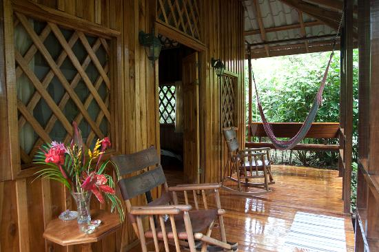Coral Hill Bungalows: Our patio and hammock