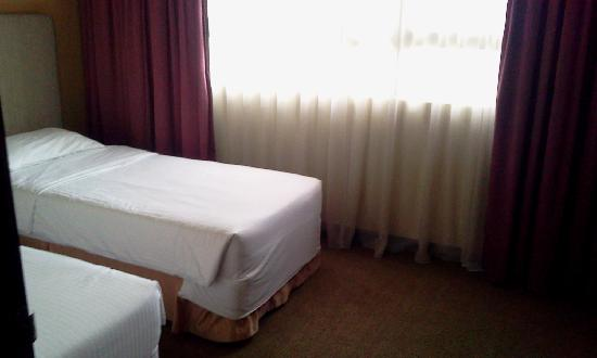 Crown Regency Serviced Suites: smaller singles room