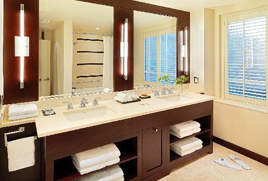 St. Regis Hotel: Suite Bathroom