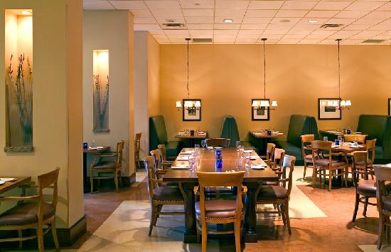 Sheraton Milwaukee Brookfield Hotel: Alfiere's Restaurant