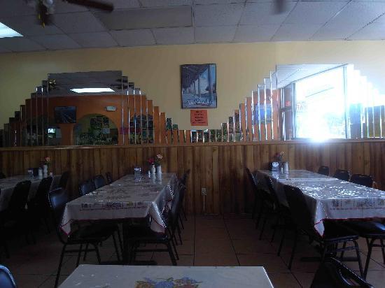 El Coladito Cafeteria : guest room