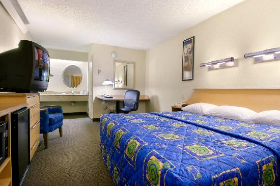 Red Roof Inn Parsippany: The NEW Superior King Room