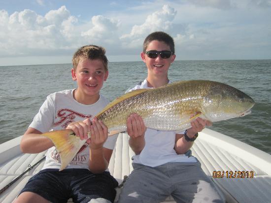 Isle of Palms, Güney Carolina: Lance & Cameron with average size red fish