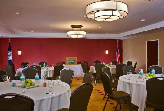 Courtyard Newport News Airport: Meeting space available - perfect for small groups