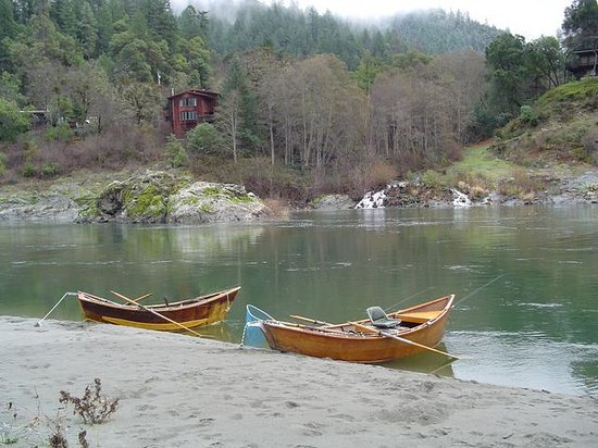 Sandy Bar Ranch: Swimming, fishing & rafting a stone's throw from the cabins.