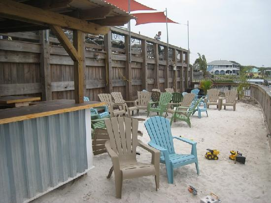 Bonefish Willy's Riverfront Grille: patio area