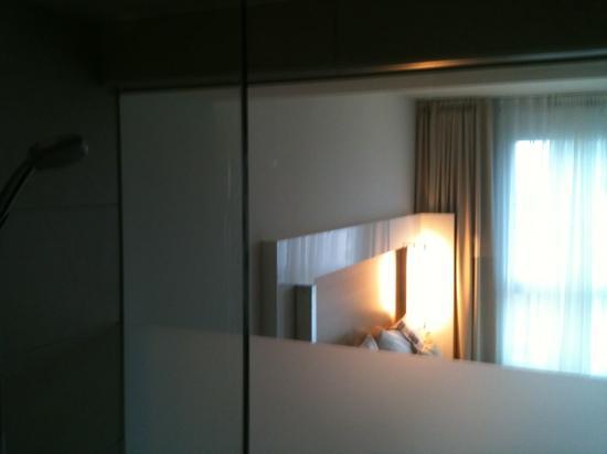 Welcome Hotel Frankfurt: Bad mit Zimmer