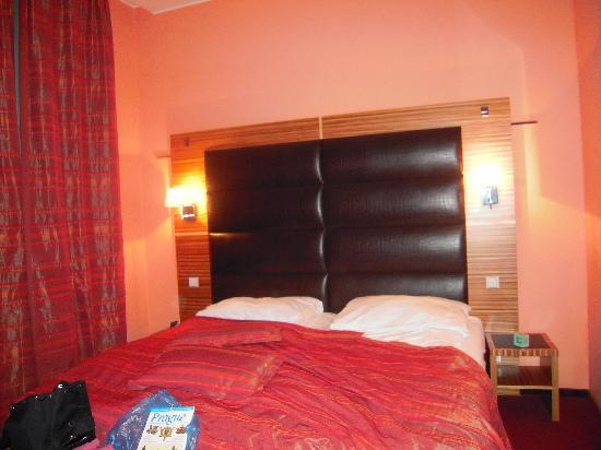 ea hotel sonata chambre trs confortable avec trs grand lit