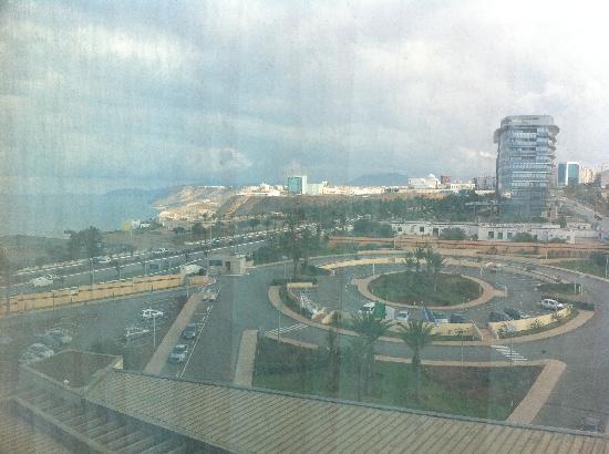 Sheraton Oran Hotel : vers l'extérieur