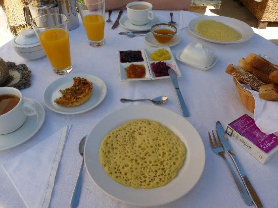 Riad Aguaviva: Uno de los buenísimos desayunos marroquíes