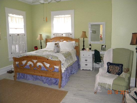 ‪‪Pamlico House B&B‬: Spacious Room‬