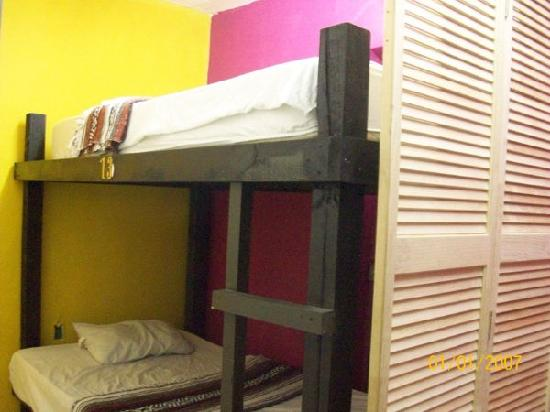 Backpacker's Hostelling Center & Champ's Sports Bar: 2 Bed Private