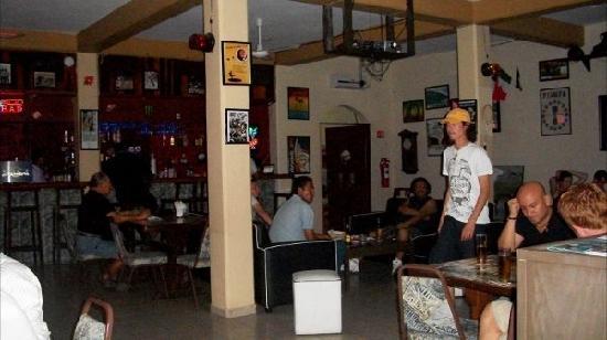 Backpacker's Hostelling Center & Champ's Sports Bar: Restaurant Super Bowl 2011