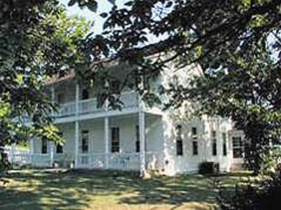 Crocker's Country Charm B & B : House built in 1850