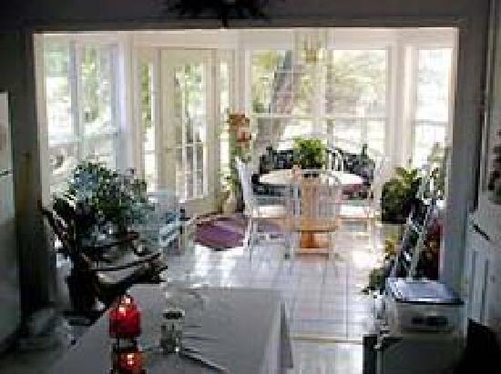Crocker's Country Charm B & B : spacious sunroom where farm fresh eggs are served every morning