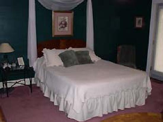 Crocker's Country Charm B & B : comfortable beds