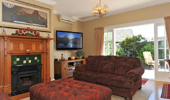 "Kershaw House Boutique Accommodation: Watch Pete's HD Edition of ""Kiwi Country NZ"" DVD on our large LCD Screen"