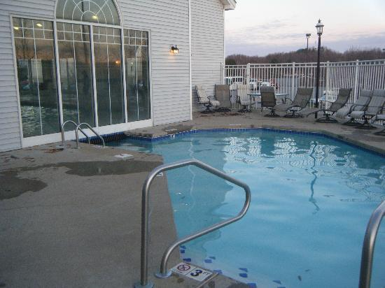 Country Inn & Suites By Carlson, Beckley : Outdoor portion of pool