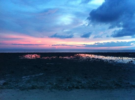Scallywags Resort: Sunset @ Gili T