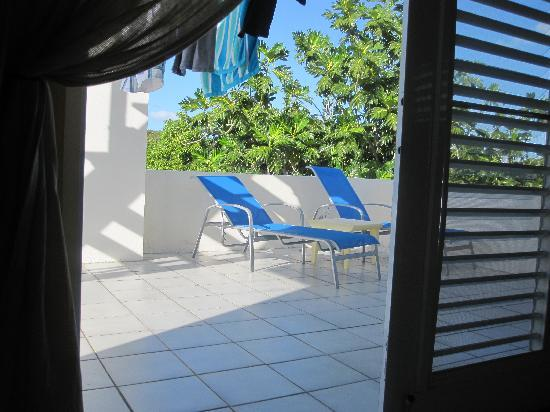 Acacia Guesthouse: Penthouse suite terrace (one chair has Caribbean view) :)