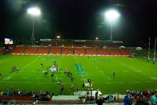 Waikato Stadium : Post match huddle.