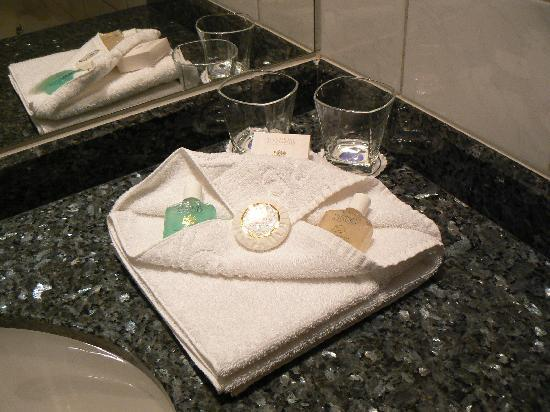 Hyatt Place London Heathrow Airport: bathroom goodies
