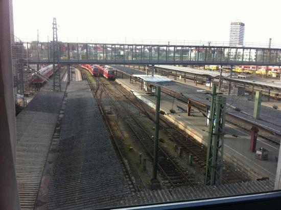 InterCityHotel Ulm: Gleise direkt unterm Fenster