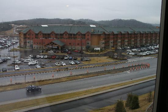 Wilderness at the Smokies Resort: waterpark is across the street can take the shuttle