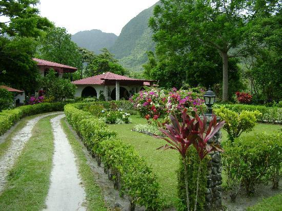 Hotel & Restaurante Valle Verde: Blick von der Straße aufs Hotel