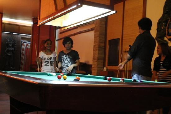 Sundance Riverside Hotel: Always someone willing to beat you at pool