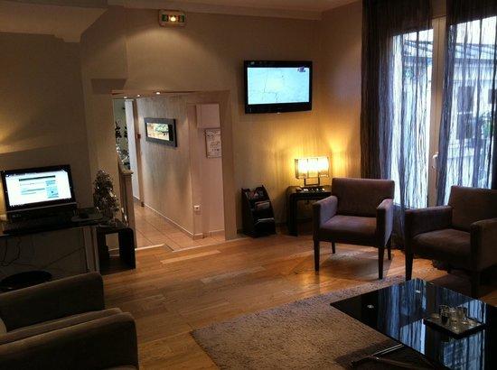 Hotel les Hauts de Passy: reception