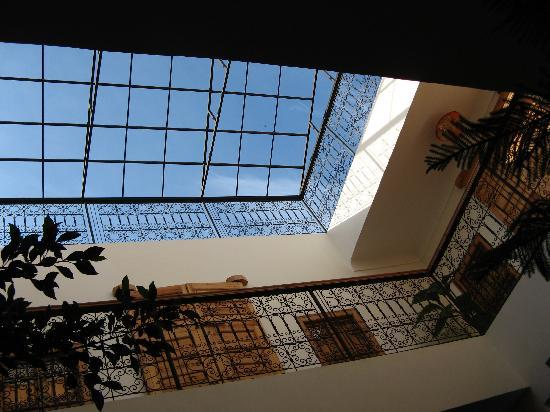 Riad Linda: Main courtyard area