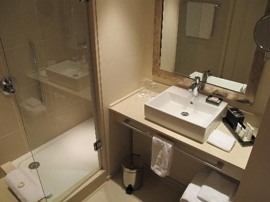 St. Pancras Renaissance Hotel London: Salle de bain Barlow 133