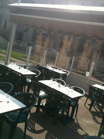 Ouistreham, Prancis: goéland et sa terrasse