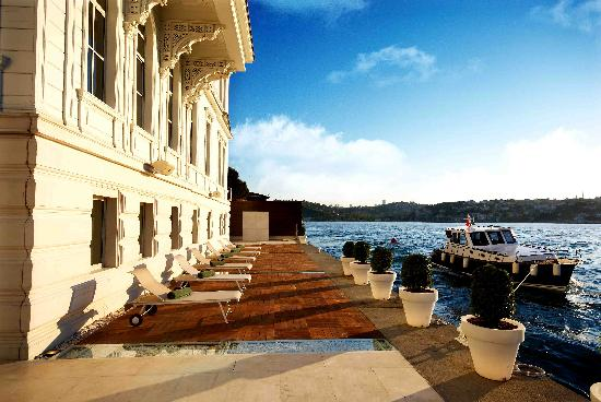 Ajia Hotel: Complimentary Boat Service