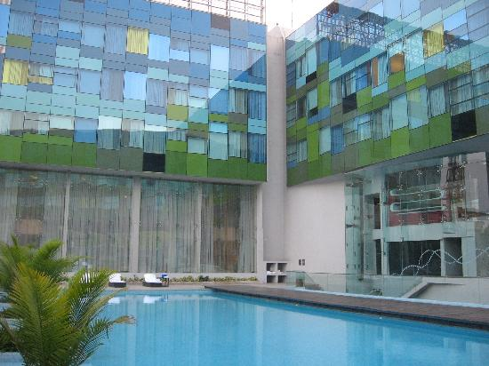Vivanta By Taj Whitefield: Pool 1