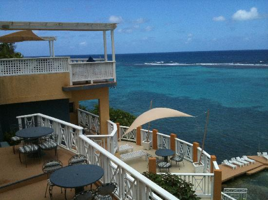 Moxons Beach Club: Many private patios to choose from.