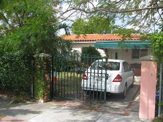 Miami Guest House: Front view