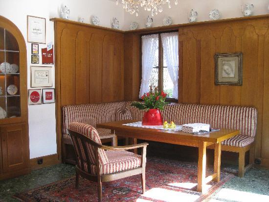 Burghotel : Hotel Lobby