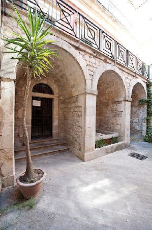 Modica, Italy: Museo T. Campailla - Prospetto cortile interno