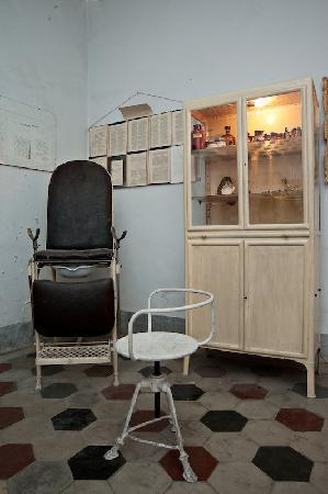 Modica, Italy: Museo T. Campailla - Studio Medico (particolare)