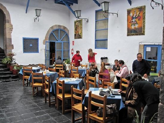 Hostal Inti Wasi - Plaza de Armas: breakfast area in lobby