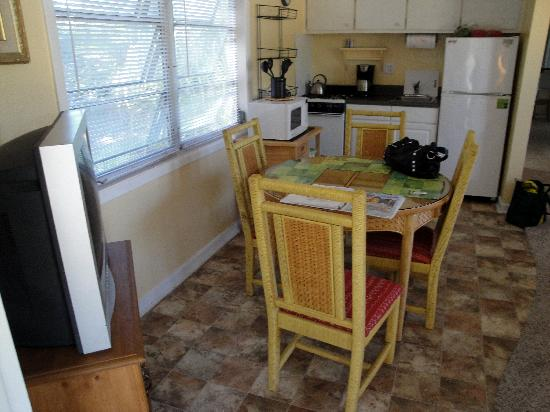 "Periwinkle Cottages of Sanibel: ""IBIS"" Cottage's Kitchen"