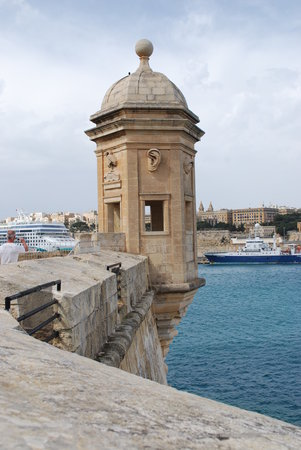 Qawra, มอลตา: Watch Tower over looking harbour in Valletta