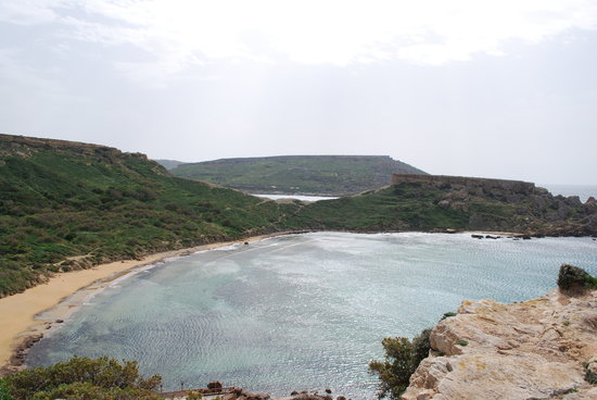 Σλιέμα, Μάλτα: Beach near Manikata and Golden Bay