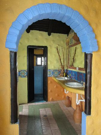 Huagra Corral Hostel: Bathroom area