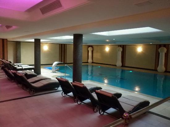 Lac Salin Spa & Mountain Resort: Zona relax piscina ed idromassaggio