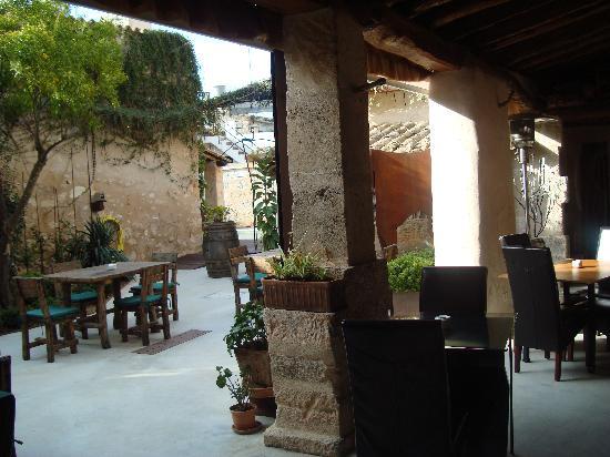 Hotel Can Joan Capo: Courtyard